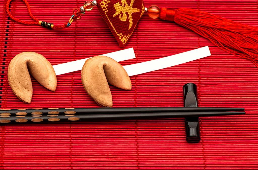 Een prachtige Chinese tafel en gelukskoekjes voor Chinese oudejaarsavond