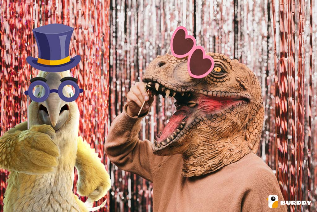 Pablo from Burddy and his friend the dinosaur enjoy an original carnival animation with the photobooth